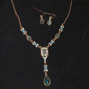Beautiful blue & gold tone necklace & earring set